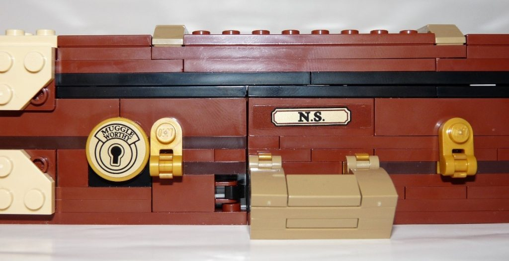 LEGO 75952 Newt's Magical Suitcase Locks